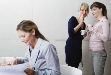 ansiedad laboral provocada por rumorismos de compañeros